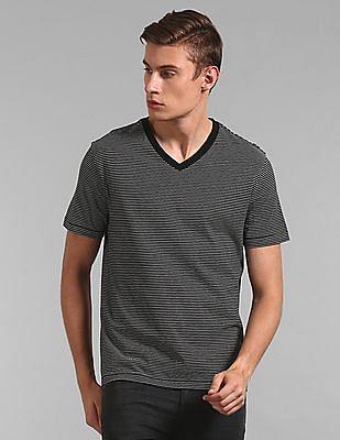 GAP Men Black Essential Stripe Short Sleeve V-Neck T-Shirt